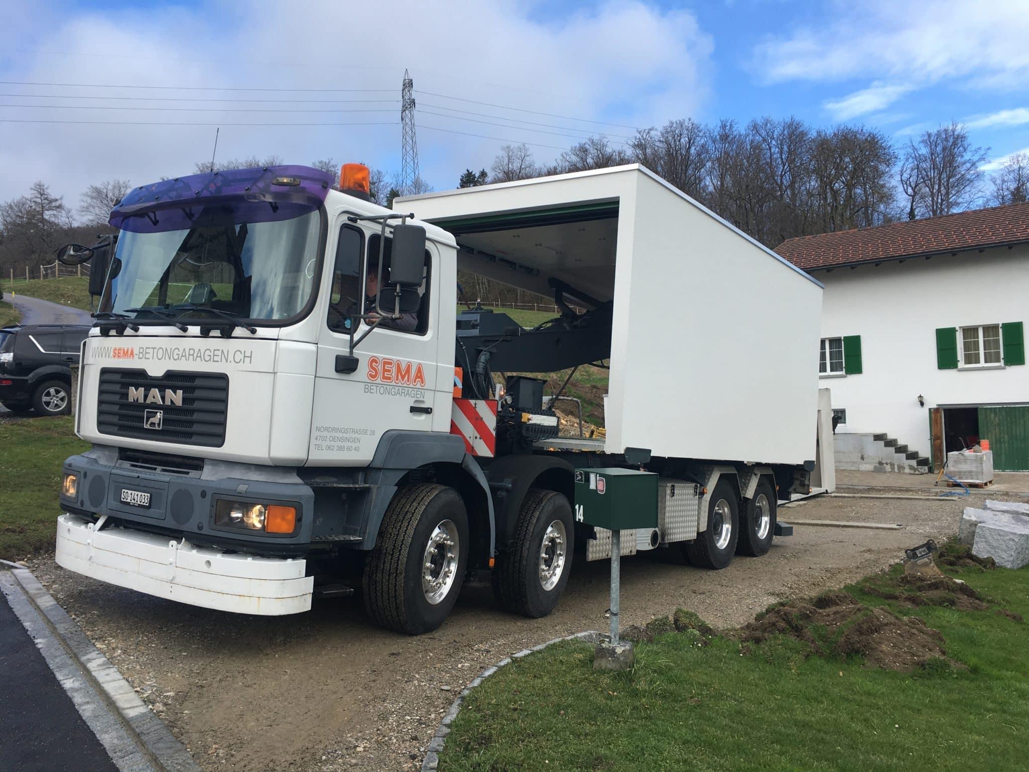 Transporter für Fertiggaragen